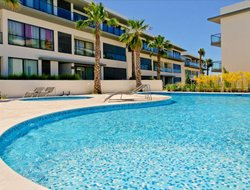 Quarteira hotels with swimming pool