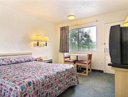 Pets-friendly hotels in Raton