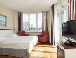Rotterdam hotels with swimming pool