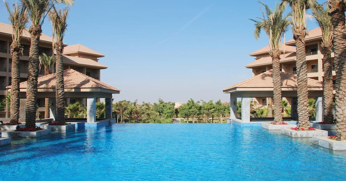 Отель Dusit Thani LakeView Cairo