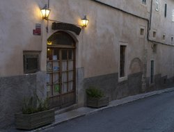 Sineu hotels with restaurants