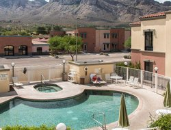 Oro Valley hotels with swimming pool