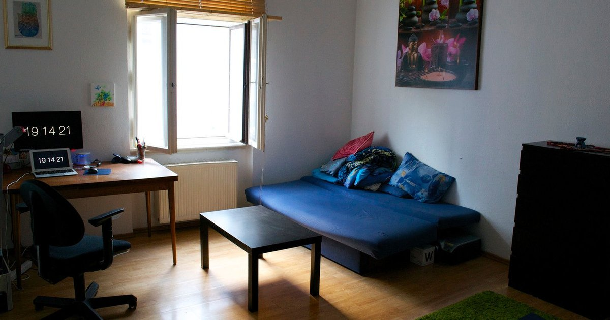 Huge bright room. Free parking
