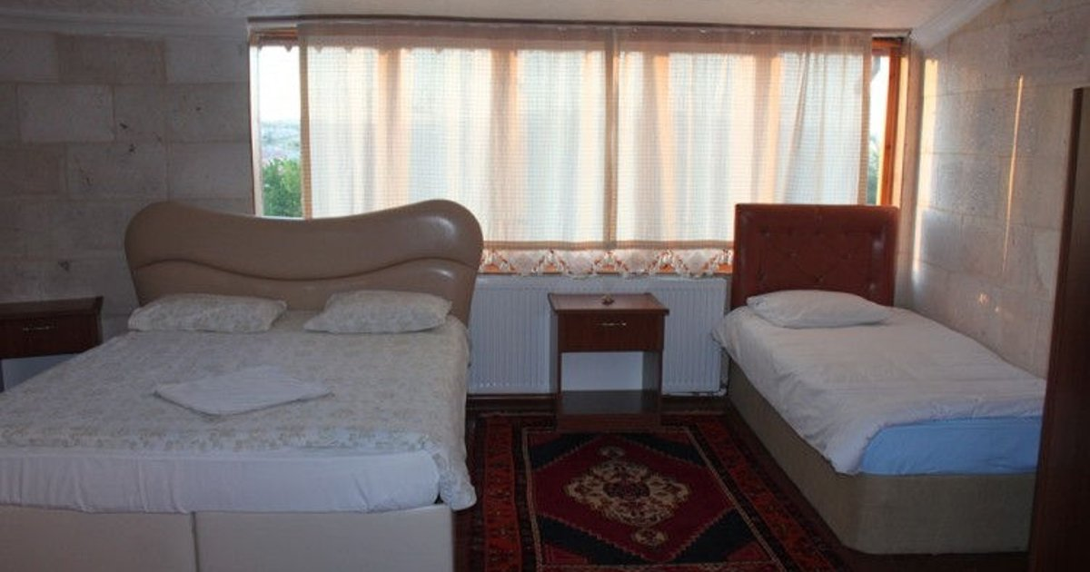 room 1 double 1 single bed