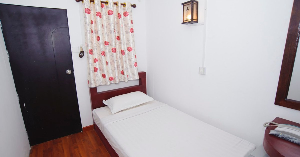 Single en suite Room 12