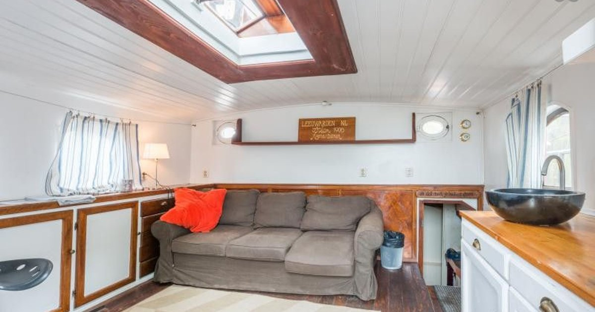 A Gorgeous 5 bedroom houseboat