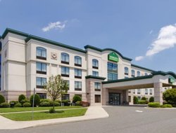 Vineland hotels with restaurants