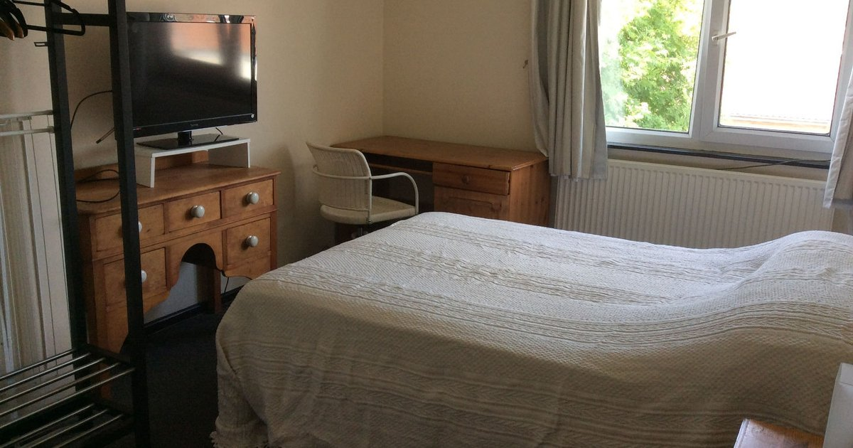 Gloucester Road Double Room +daybed