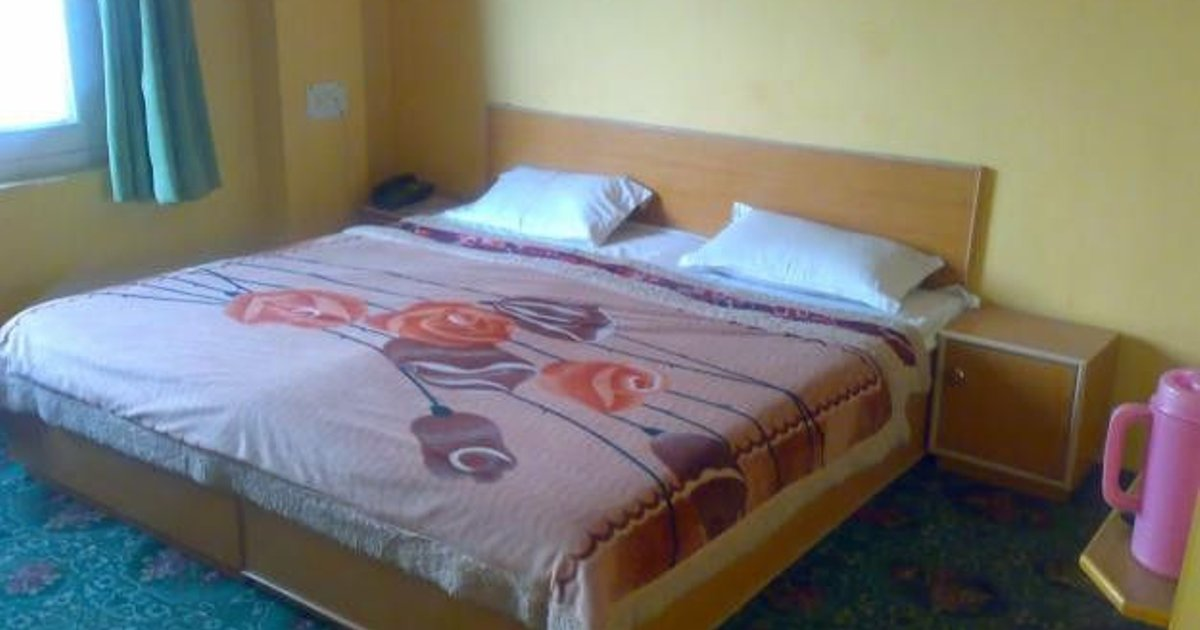 beautiful room near famous dal lake