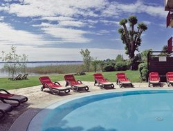 Sirmione hotels with swimming pool