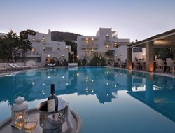 Skyros Island hotels with restaurants