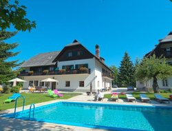 Velden am Woerthersee hotels with swimming pool