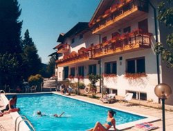 Caldonazzo hotels with swimming pool