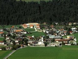 Oberndorf hotels with restaurants