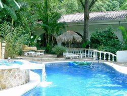 Quepos hotels with swimming pool