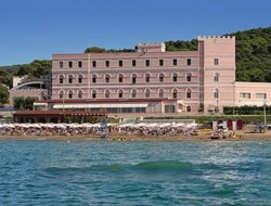 San Menaio hotels with swimming pool
