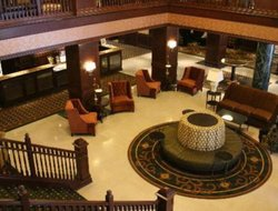 Dubuque hotels with restaurants