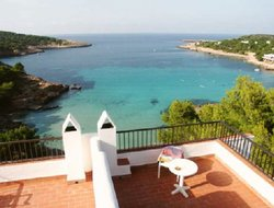 Cala de Portinatx hotels with restaurants