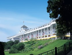 MacKinac Island hotels with swimming pool