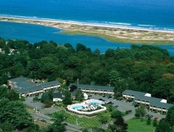 Ogunquit hotels with swimming pool