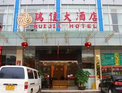 Panyu hotels with restaurants