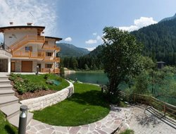 Alleghe hotels with lake view