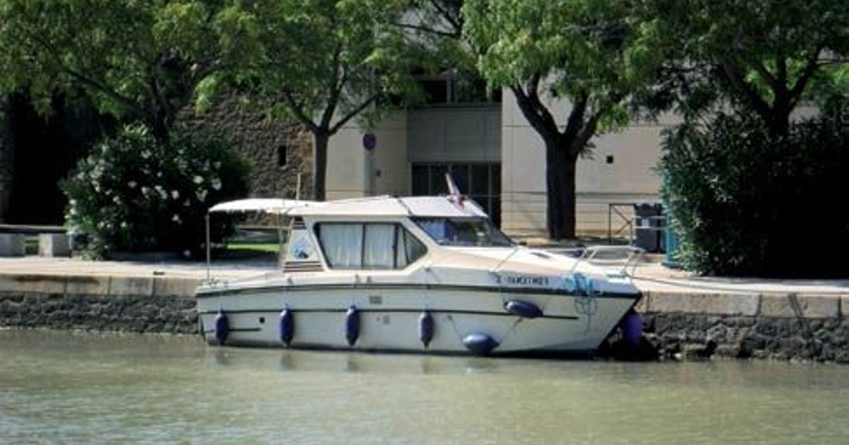 Riviera 750 (License-Free Boat) - 1 Bedroom House in Agde