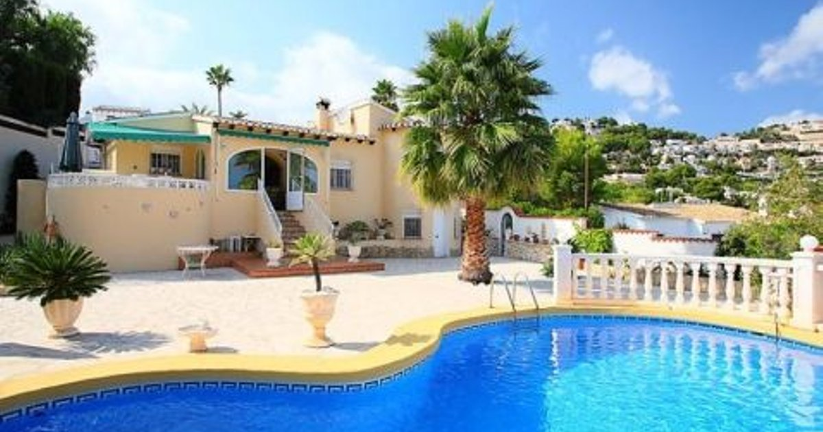 Fantastic 5 Bedroom House in Moraira with Parking and Pool