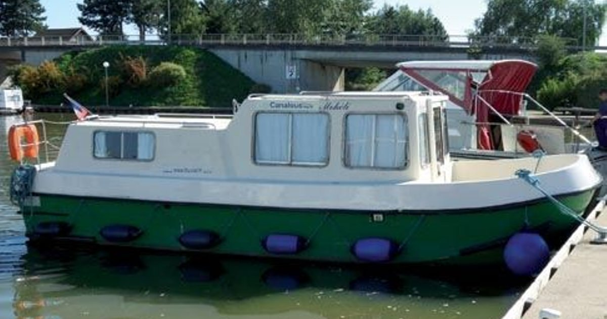 Renaud 8000 (License-Free Boat)