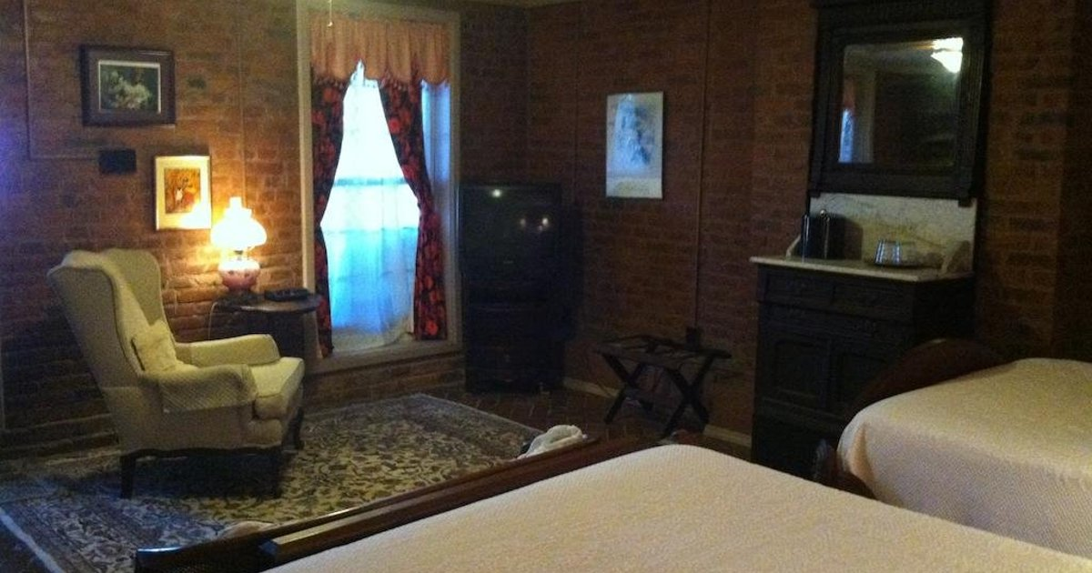 Corners Mansion Inn - A Bed and Breakfast