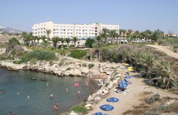 фото Queens Bay Hotel 52029400