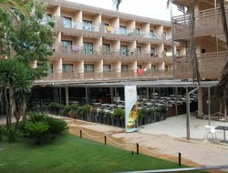 l'Ampolla hotels with swimming pool