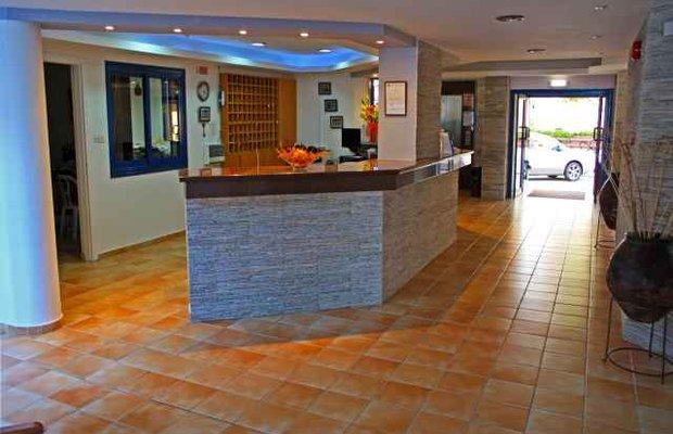 фото Myroandrou Beach Apartments 542790401