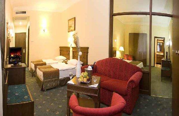 фото Golden Crown Hotel 542811415