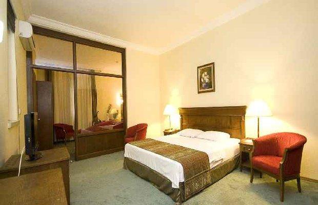 фото Golden Crown Hotel 542811416