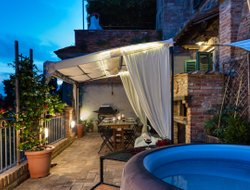 Terricciola hotels with swimming pool