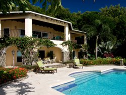 Bequia Island hotels with swimming pool