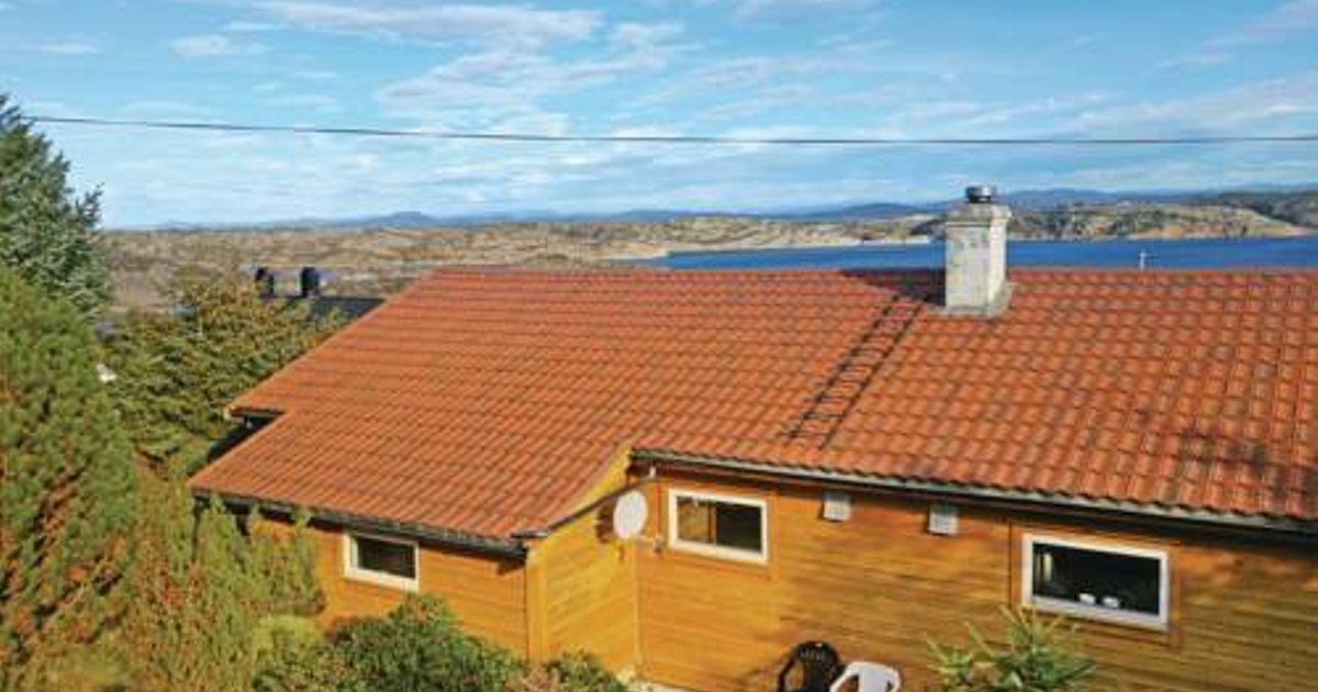 Two-Bedroom Holiday home Turøy with Sea View 05