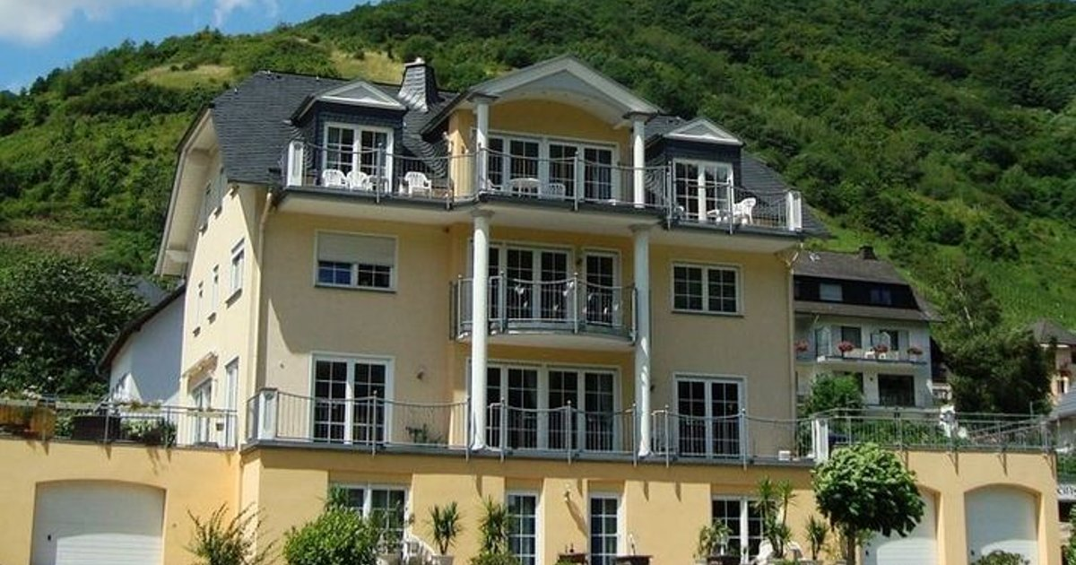 Cozy Studio Apartment in Cochem-Zell with Parking