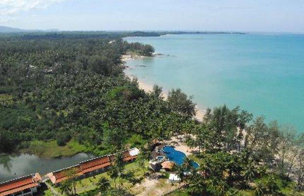 фото Royal Bangsak Beach Resort 5830388