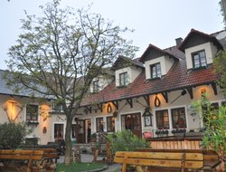 Emmersdorf hotels with restaurants