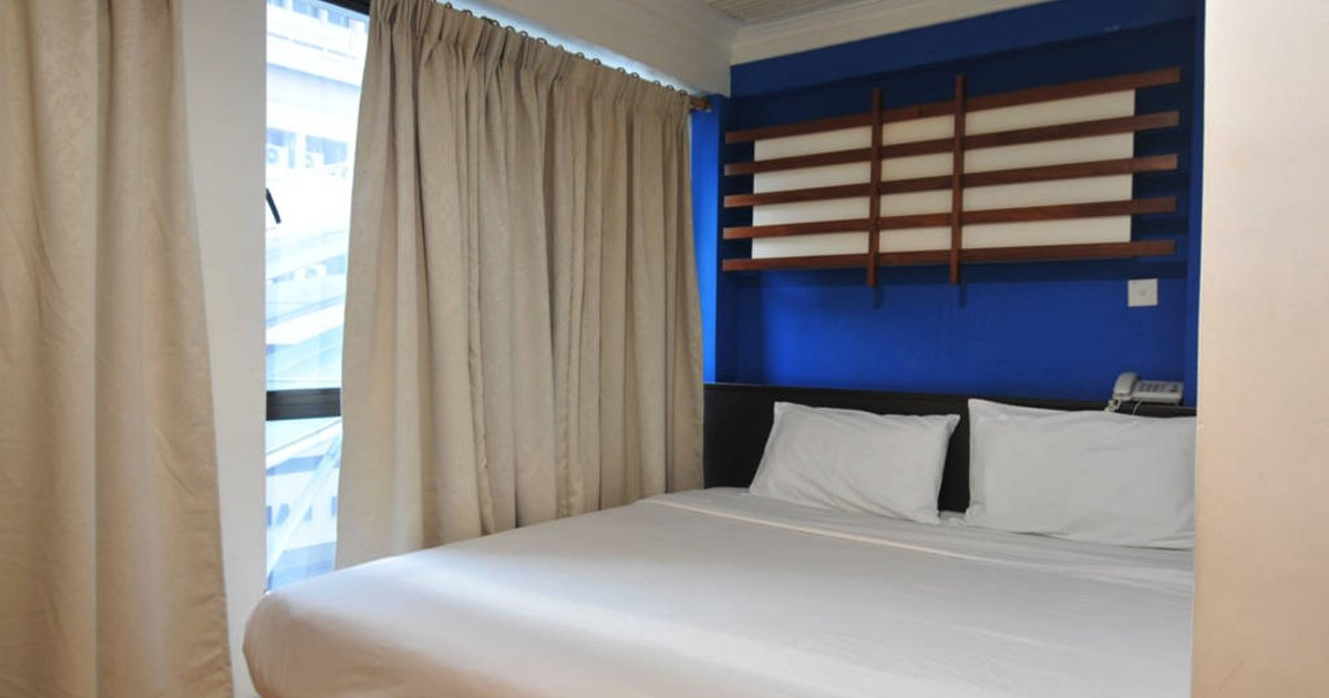 Deluxe room with window (3)