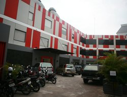 Pakanbaru hotels with swimming pool