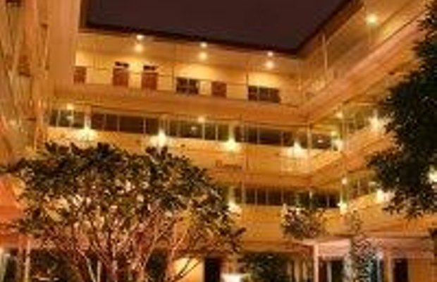 фото Feung Nakorn Balcony Rooms and Cafe 596522262