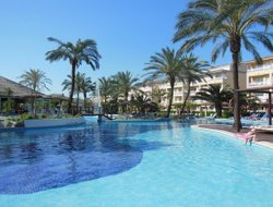 Platja de Muro hotels with restaurants