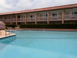 Costa Mesa hotels with swimming pool