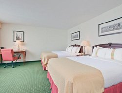 Longueuil hotels with swimming pool