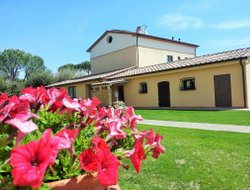 Castagneto Carducci hotels with swimming pool