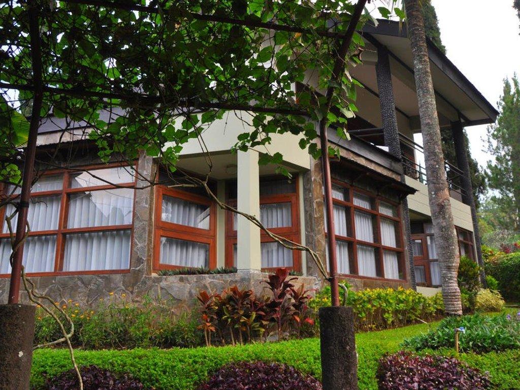 villa keluarga di batu
