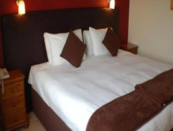 Ryde hotels with restaurants